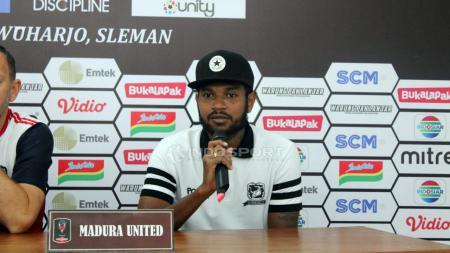 Pemain Madura United, Fandri Imbiri saat kofrensi pers. - INDOSPORT