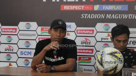 Kiper klub Liga 1 PSS Sleman, Ega Rizky mengaku bersedih hati lantaran Eduardo Perez mundur dari kursi kepelatihan Super Elja. - INDOSPORT