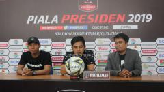 Indosport - Pelatih PSS Sleman, Seto Nurdiyantoro saat konfrensi pers.