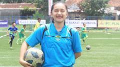 Indosport - Wasit cantik asal Tasikmalaya Gita Dewi Mulyani, yang ternyata pendukung Persib Bandung.
