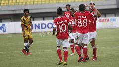 Indosport - Aksi selebrasi pemain Semen Padang saat melawan Mitra Kukar di Piala Presiden 2019.