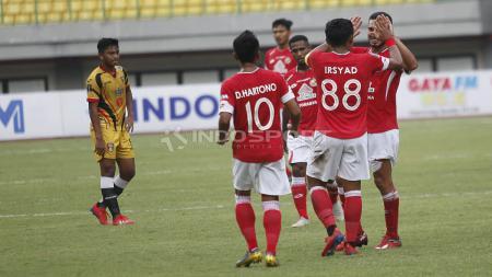 Aksi selebrasi pemain Semen Padang saat melawan Mitra Kukar di Piala Presiden 2019. - INDOSPORT