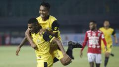 Indosport - Aksi selebrasi pemain Bhayangkara FC