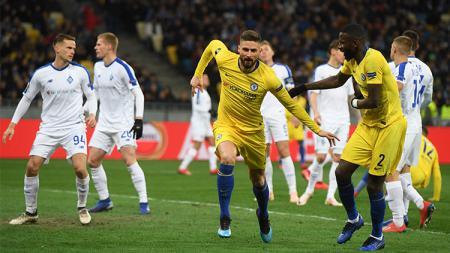 Olivier Giroud bawa Chelsea unggul. - INDOSPORT