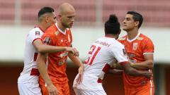 Indosport - Situasi pertandingan Madura United vs Borneo FC
