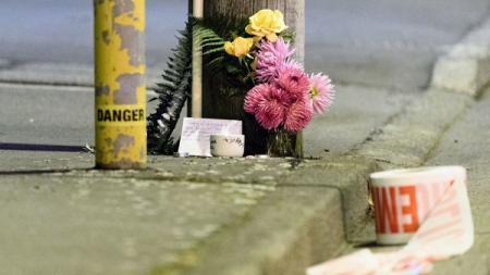 Sebuah bunga diletakkan untuk memperingati tragedi di Christchurch, Selandia Baru. - INDOSPORT