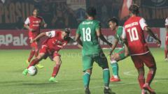 Indosport - Situasi pertandingan PSS Sleman vs Persija Jakarta.