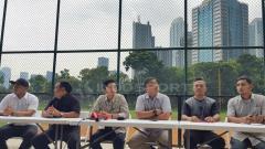Indosport - Ketua Umum PB Perbasasi Andika Monoarfa bersama pengurus PB Perbasasi memberikan komentar mengenai target dua emas di SEA Games 2019.