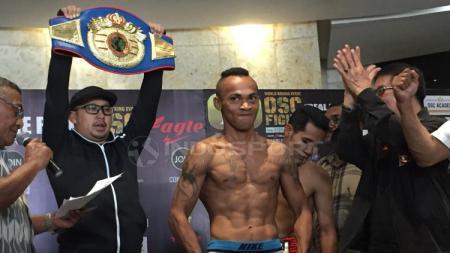 Oktovianus Moensaku, petinju Indonesia yang meraih gelar juara Super Bantam Internasional UBO. - INDOSPORT