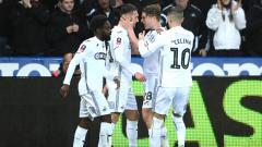 Indosport - Selebrasi pemain Swansea saat menjebol gawang Manchester City.