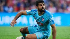 Indosport - Diego Costa Terjatuh di duel Athletic Bilbao vs Atletico Madrid