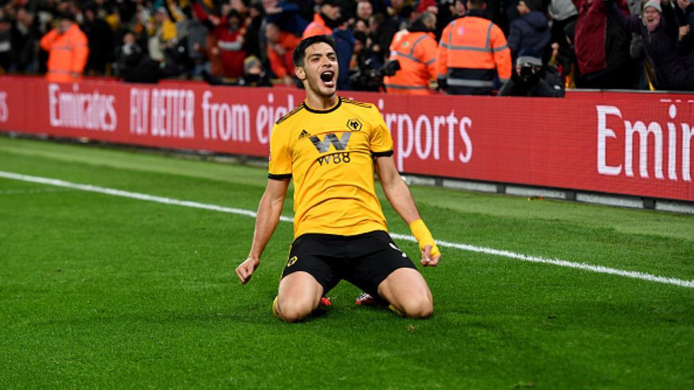 Selebrasi Raul Jimenez setelah cetak gol melawan Manchester United Copyright: INDOSPORT