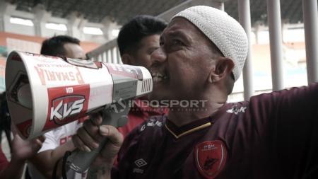 Nama Uki Nugraha mungkin tak asing bagi pecinta PSM Makassar. Ya, pria yang kerap disapa Daeng Uki ini merupakan Panglima Laskar Ayan Jantan (LAJ). - INDOSPORT
