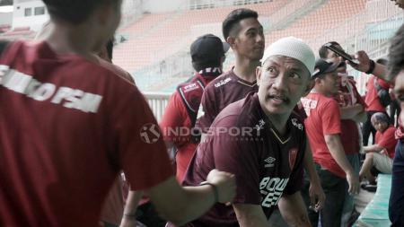Uki Nugraha, Panglima Laskar Ayam Jantan (LAJ) kelompok suporter PSM Makassar. - INDOSPORT