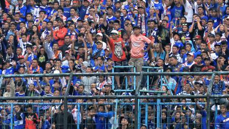 Melalui konsep One Man One Flag, Arema FC mengajak segenap Aremania untuk menunjukkan nasionalisme mereka dalam laga menjamu Barito Putera, Senin (19/8/19). - INDOSPORT