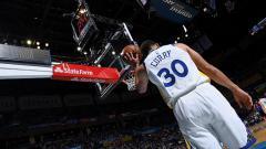 Indosport - Stephen Curry pemain megabintang Golden State Warriors.