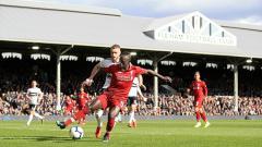Indosport - Aksi Sadio Mane di kotak penalti.