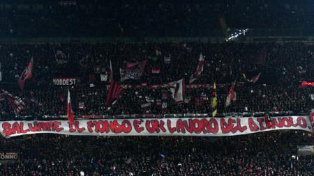 Suporter AC Milan dalam laga Derby della Madonina - INDOSPORT