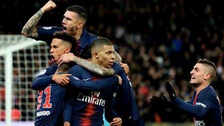 Pemain PSG merayakan gol Mbappe - INDOSPORT