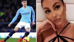Indosport - Bek Manchester City, John Stones berkencan dengan janda.