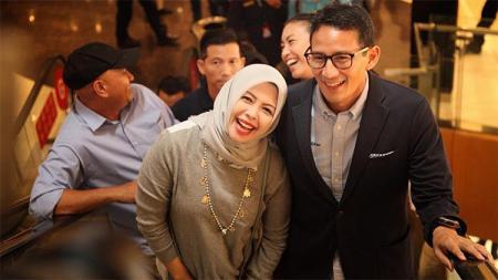 Sandiaga Uno dan Istrinya saat sedang bersama. - INDOSPORT
