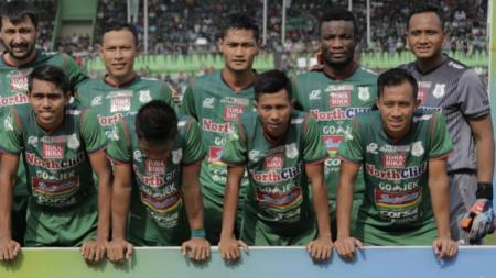 Kiper PSMS Medan, Ahmad Fauzi jelang pertandingan Liga 1 2018 musim lalu. - INDOSPORT