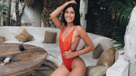 Nasya Marbun, Gadis Cantik Payung Valentino Rossi - INDOSPORT