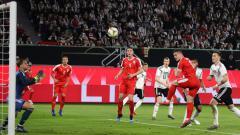 Indosport - Gol Jovic ke gawang Neuer