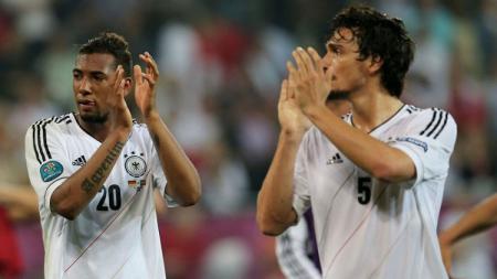 Jerome Boateng dan Mats Hummels Saat Membela Timnas Jerman - INDOSPORT