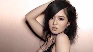 Aktris asal Jepang, Sora Aoi datang ke Watford. - INDOSPORT