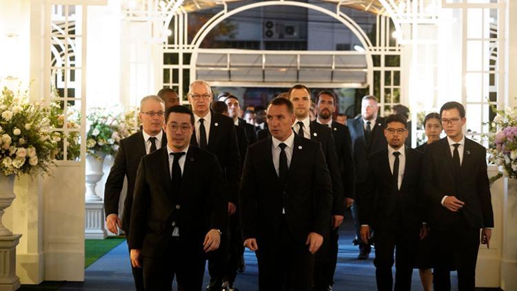 Rombongan Leicester City menghadiri acara kremasi Vichai Copyright: Sanya Yk