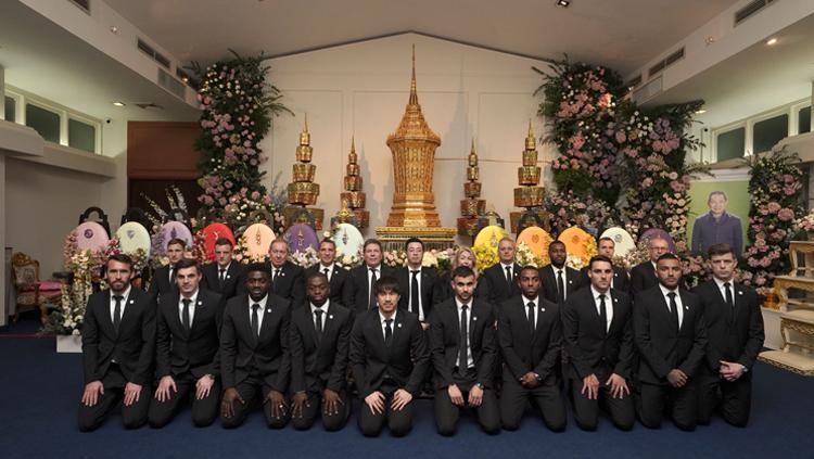 Rombongan Leicester City menghadiri acara kremasi Vichai Copyright: Pittaya Wongsara