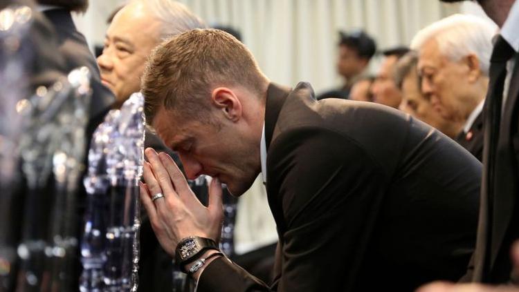 James Vardy berdoa di acara kremasi Vichai Copyright: Leicestermercury.co.uk