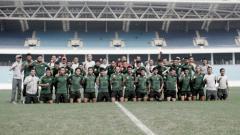 Indosport - Latihan terakhir timnas Indonesia U-23 jelang laga perdana kualifikasi Piala AFC U-23 2020 di Stadion My Dhin Hanoi Vietnam.