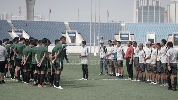 Latihan terakhir timnas Indonesia U-23 jelang laga perdana kualifikasi Piala AFC U-23 2020 di Stadion My Dhin Hanoi Vietnam. Copyright: Zainal Hasan/INDOSPORT