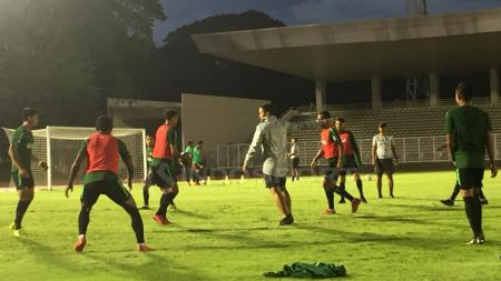 Situasi latihan Timnas Indonesia Senior Stadion Madya Senayan. - INDOSPORT