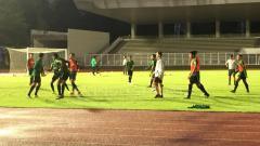 Indosport - Situasi latihan Timnas Indonesia Senior Stadion Madya Senayan.