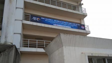 Spanduk Kualifikasi Piala Asia U-23 yang ditemukan di Stadion My Dhin, Hanoi, Vietnam. - INDOSPORT