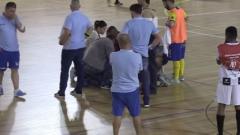 Indosport - Pemain futsal Portugal meninggal dunia usai terkena serangan jantung saat bertanding