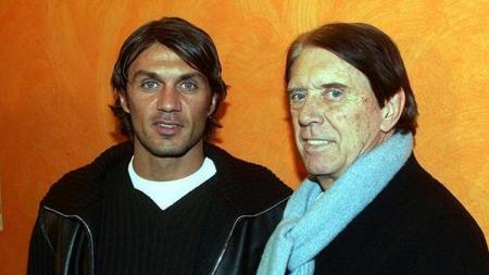 Termasuk eks AC Milan, Paolo Maldini, berikut lima bintang sepak bola yang memiliki ayah seorang legenda. - INDOSPORT
