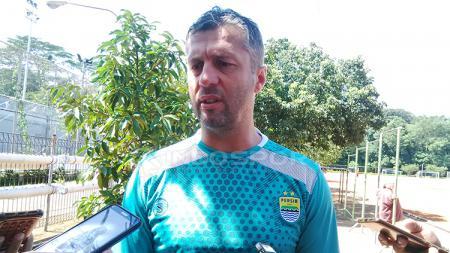 Pelatih Persib Bandung, Miljan Radovic - INDOSPORT
