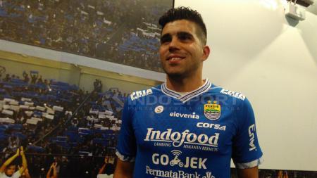 Fabiano Beltrame resmi diperkenalkan manajemen Persib Bandung. - INDOSPORT
