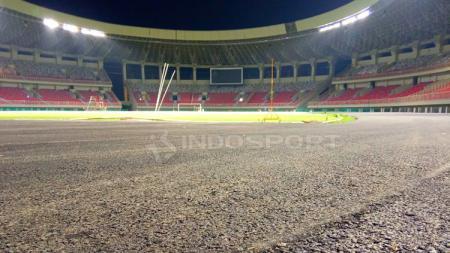 Lintasan Lari Stadion Papua Bangkit yang sementara sedang dikerjakan. - INDOSPORT