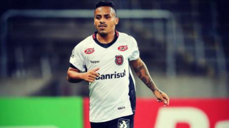 Gelandang asal Brasil milik Badak Lampung FC, Fernando Junior. - INDOSPORT
