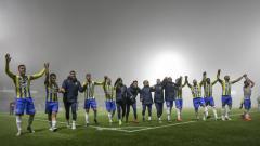 Indosport - RKC Waalwijk klub Ezra Walian merayakan kemenangan di Eerste Divisie.