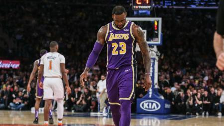 Ekspresi LeBron James saat LA Lakers kalah dari Brooklyn Nets, Sabtu (23/03/19) - INDOSPORT