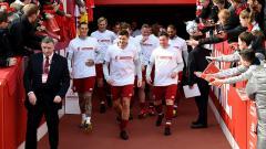 Indosport - Pemain Liverpool Legend Memasuki Lapangan