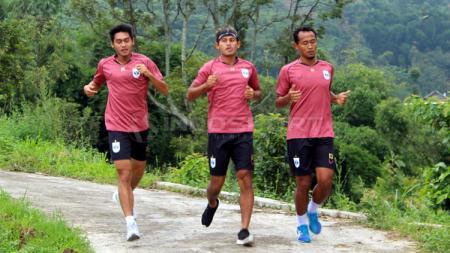 Pemain PSIS Semarang jalani latihan lewat pedesaan - INDOSPORT