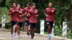 Indosport - Pemain PSIS Semarang jalani latihan.