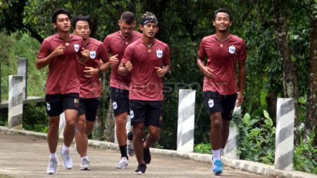 Pemain PSIS Semarang jalani latihan. - INDOSPORT